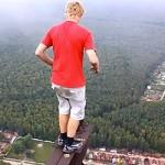 【タマヒュン動画】見てるだけで恐ろしい‥高い所があるとついつい登ってしまう海外の男達。