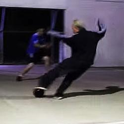 【スポーツ】フットサルで超絶な足技テクニックを魅せつけるある人の動画が話題。