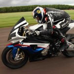 【バイク】公道での危険運転!!BMW s1000rrが隼を煽る動画が話題。